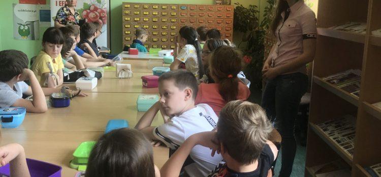 Spotkanie uczniów szkoły podstawowej zdietetyczką